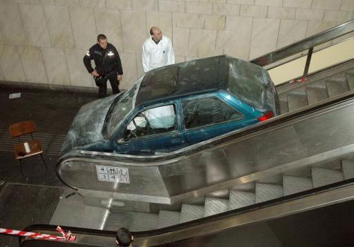 auto sulle scale mobili