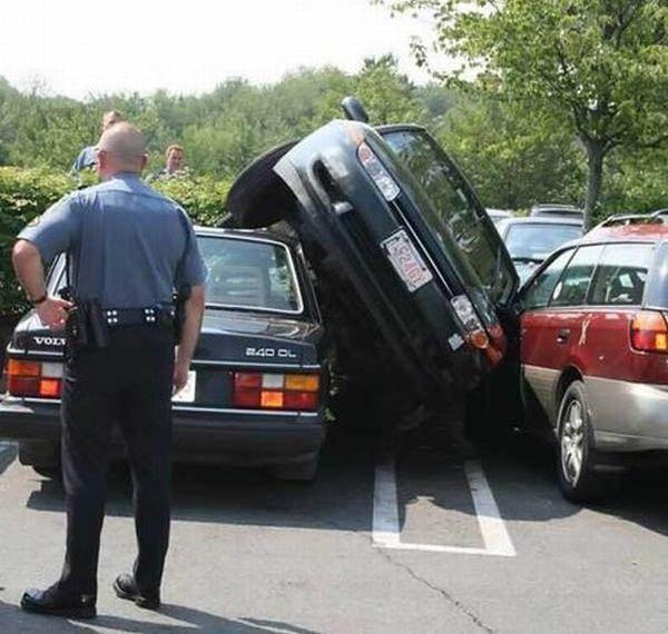 parcheggio auto incidente