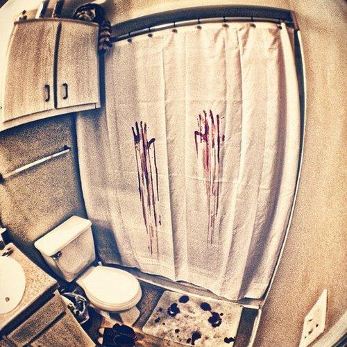 Telo tenda doccia sangue