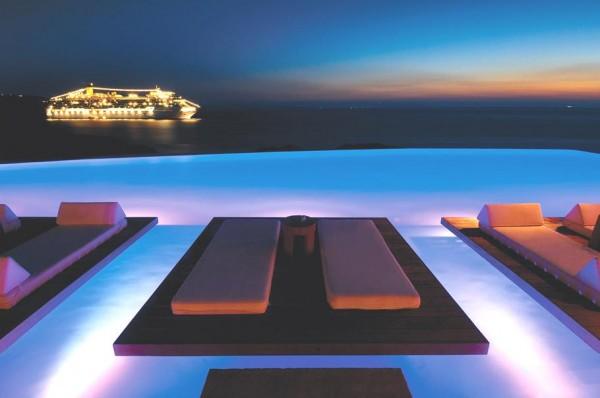 piscina dell'hotel Cavo Tagoo a Mykonos